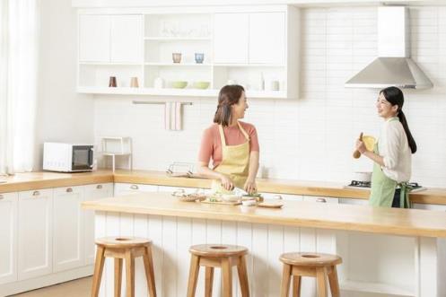 E:\新品发布相关稿件\R6集结\新闻标题稿\蓝炬星AIoT?R6智能集成灶打开智能烹饪新方式\厨房生活.jpg